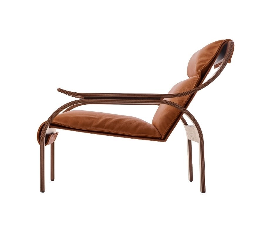Discover the whole armchairs collection of Cassina - Dopa Interiors compare the price of the best Italian furniture brands.